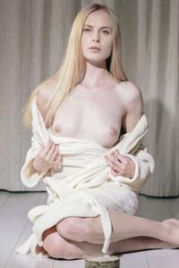 Model Maria Rubio in Cleanse
