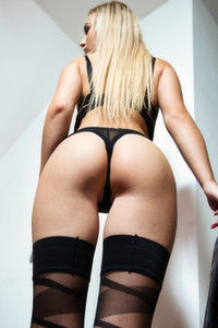 Model Jenny Wild in Unwrap Me 1