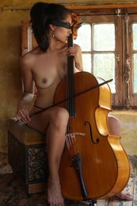 Model Solange in Rehearsal Room 1